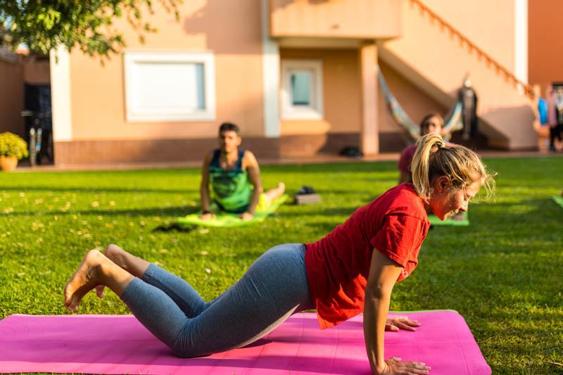 yogakurs surfurlaub portugal
